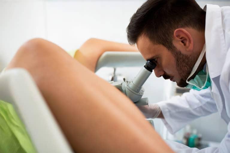 Gebärmutterausschabung beim Frauenarzt