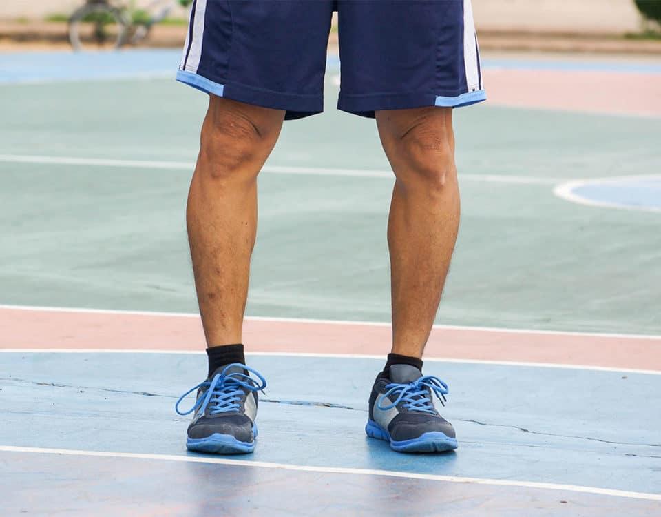 Mann mit O-Beinen